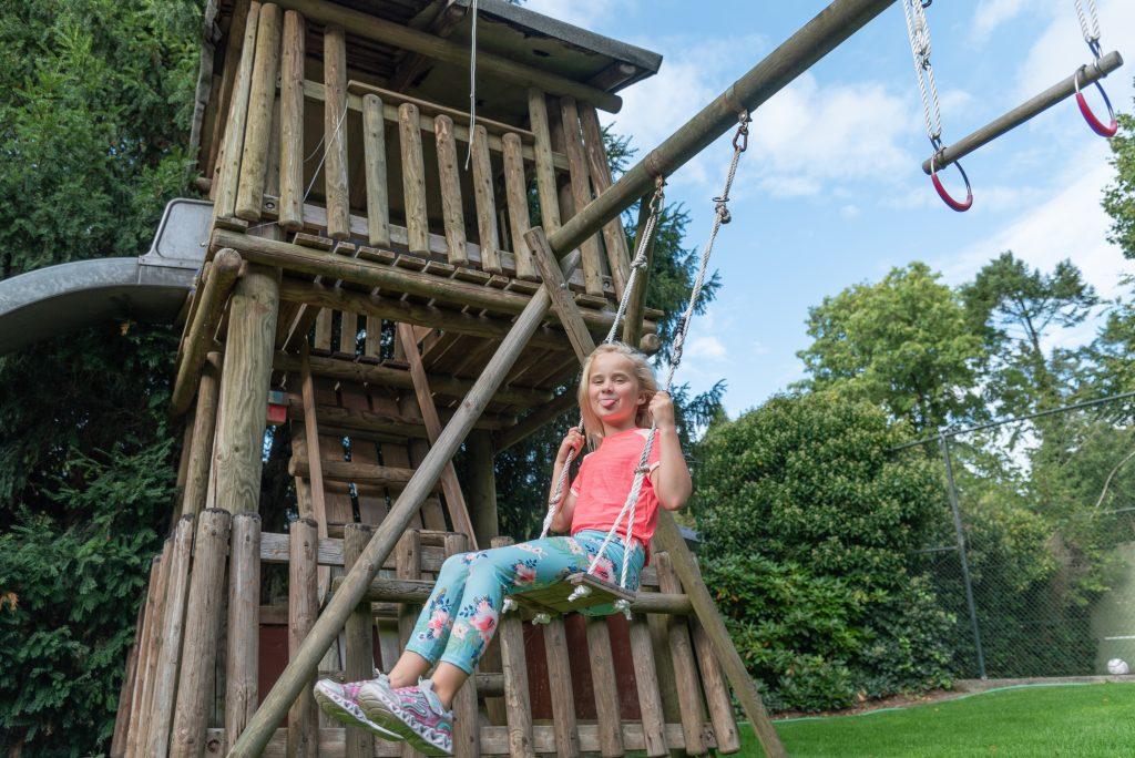 coaching bij perfectionisme - Chantal Vlijm Kindercoach - kind op schommel